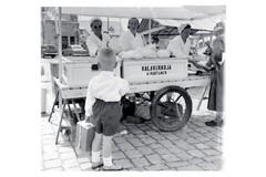 Vanha kuva torilta leipomon alkuajoilta