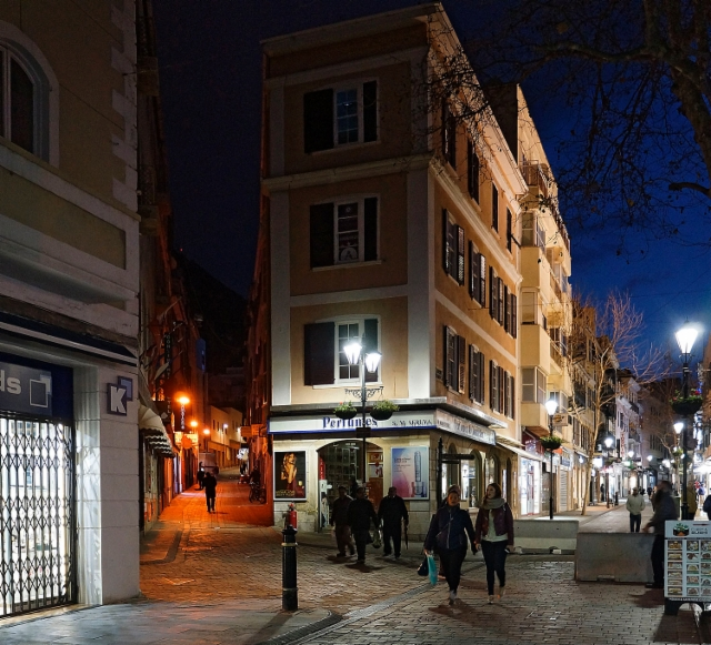 escaping_winter_1st_day_gibraltars_main_street_and_its_side_alleys_in_the_evening_25.1.2018._a.