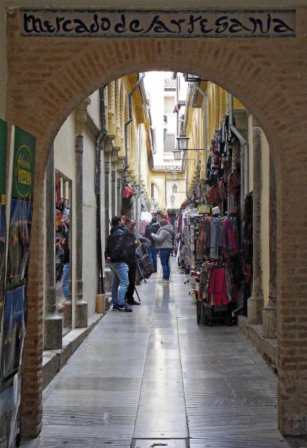 escaping_winter_8th_day_some_small_details__in_granada._mercado_de_artesania.