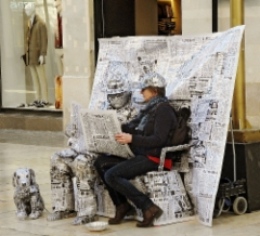 escaping_winter_9th_day_malaga_calle_marques_de_larios_a_living_statue_of_newspapers.