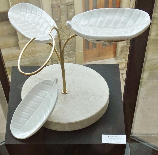 exhibition_hall_of_cassa_di_risparmio_san_marino._modern_ceramics_designed_by_nunzia_ponsillo._condiviso_series_of_dishes._photo_hannu_sinisalo.