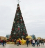 albania_tirana_christmas_tree_at_main_square_seshi_skenderbeg._photo_hannu_sinisalo.