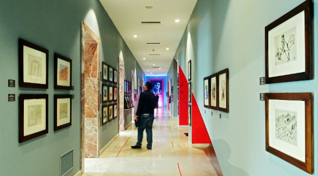 albania_tirana._exhibition_of_marc_chagall_at_the_building_of_prime_ministery._photo_hannu_sinisalo.