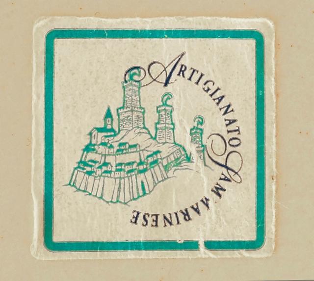 0108._the_sticker_of_sammarinese_handicraft_in_the_bottom_of_the_small_plate._il_libeccio.__foto__hannu_sinisalo_2019.