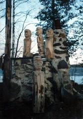 Puu- ja kiviveistoksia 1970-luvulta