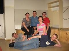 Tässä Mari, Pekka, Piiku, Yrjö, Arja ja Pasi. Kaikki eivät päässeet paikalle.