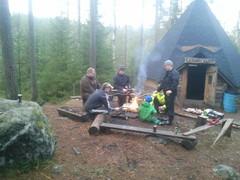 17.11.2012 reittitalkoiden jälkeen makkaranpaistot Karhulammen kodalla