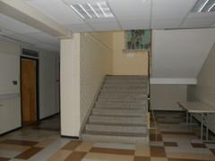 Heinolatalon ala-aulasta yläkertaan vievät portaat