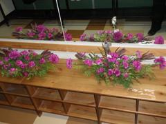 Kurssilaisten valmiita kukka-asetelmia