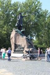 Amiraali Makarovin muistomerkki