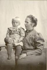 matilda helomaa (vaino h puoliso) ja onni h n. 1910