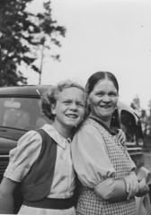 helma ja anneli piha kesa 1938