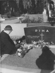 helma piha 1956 haudalla