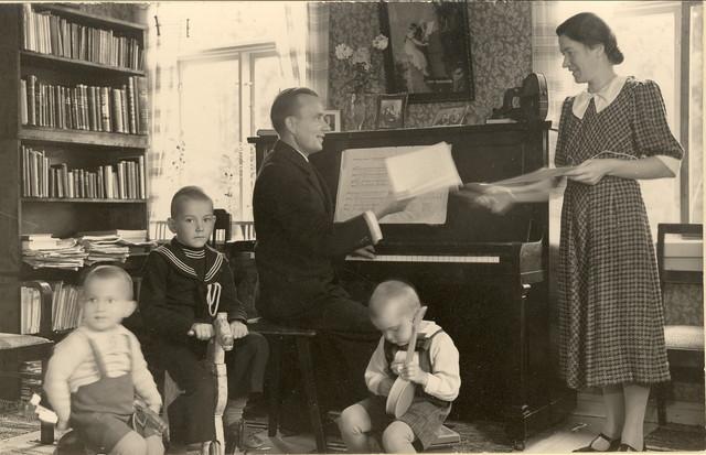 liisi (os helkio) ja aarno lehtonen perheineen 1930-l lopulla