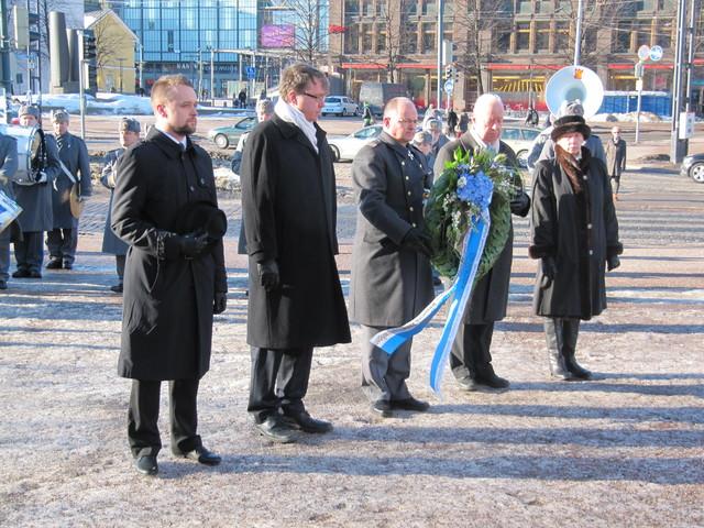 Seppeleenlasku; Sauri, Laatikainen ja Voss