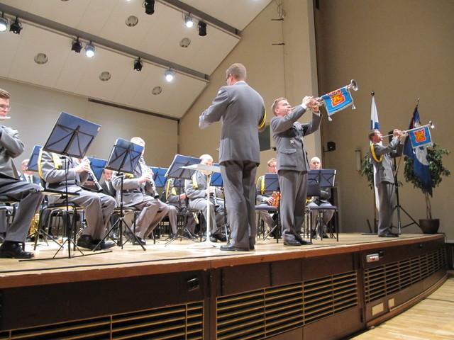 Konsertti alkoi Kaartin Soittokunnan upealla esityksellä; Marsalkan hopeatorvet