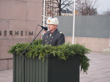 Prikaatikenraali Pertti Laatikainen piti puheen.