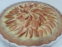 Vaniljatuorejuusto-omenapiirakka