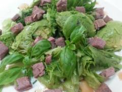 Hirvenpaistisalaatti