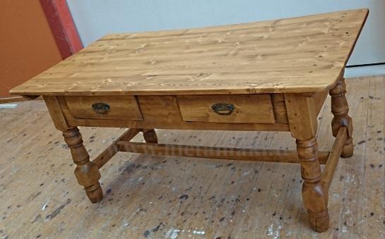 Vahattu pöytä