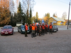 Höytiän Kyläkeskus 25.10 Potinhovin Erämiesten porukka lähdössä