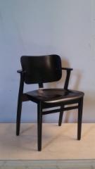 Domus-tuoli_musta