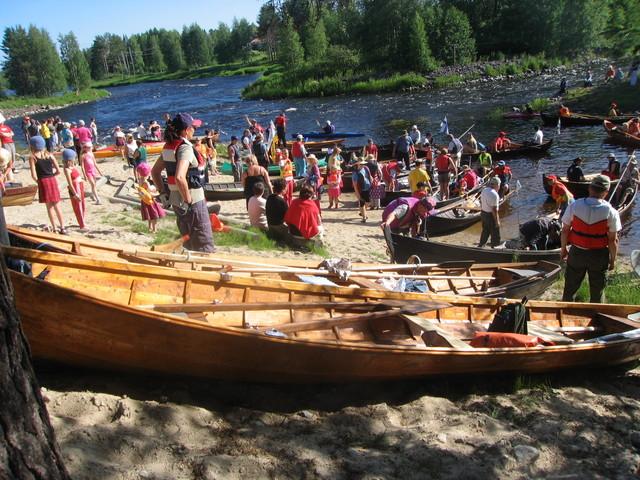 Aamun väriloistoa Taivalkoskella.Iijokisoutu2007