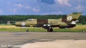 MiG-21BIS_MG-125_Petri_Tuominen.jpg&width=280&height=500