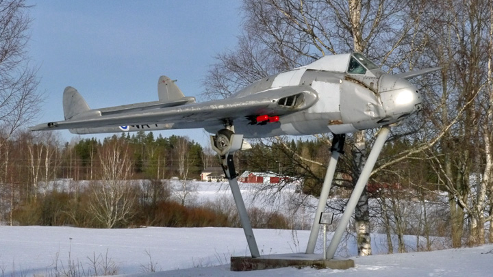 https://asiakas.kotisivukone.com/files/ilmailumuseot.kotisivukone.com/lentokoneet/De_Havilland_D.H.100_Vampire_VA-7.jpg