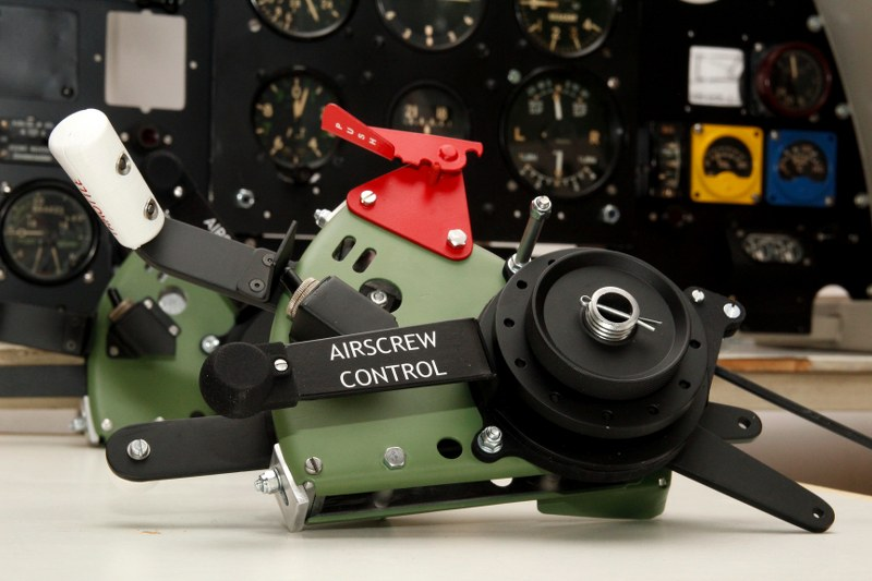 Spitfire_Mk_II_Throttle_Quadrant_001_800x533.JPG