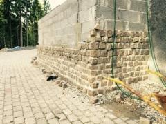 Tukimuuri ja graniitti noppakivi muuraus