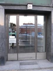 Sisäänkäynti Väinönkadulta.
