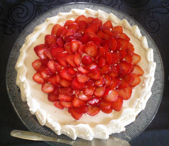 Mansikkainen kakku