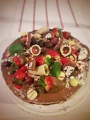 Mansikka-suklaa överikakku