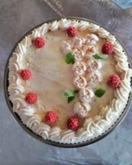Vadelmainen kakku