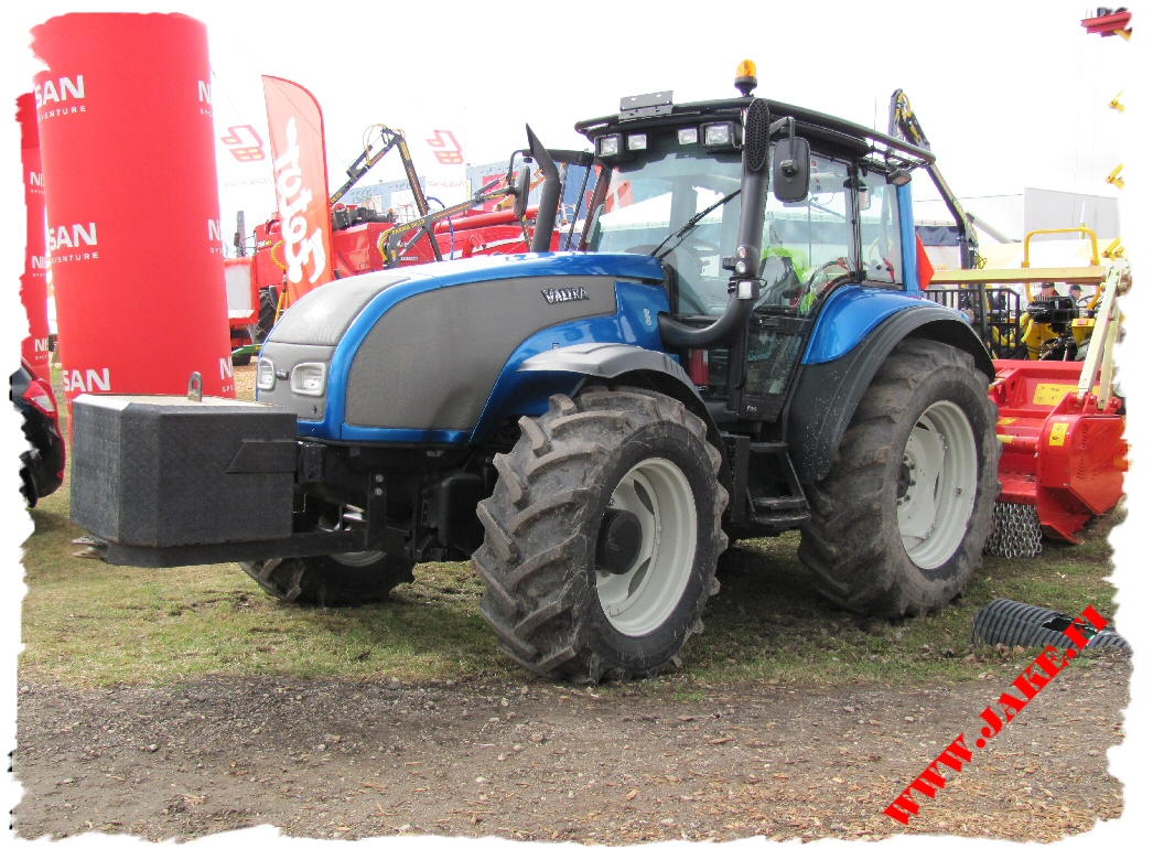 jake_jppt2-ar_on_valtra_t-series_at_maamess_tartu_1.jpg