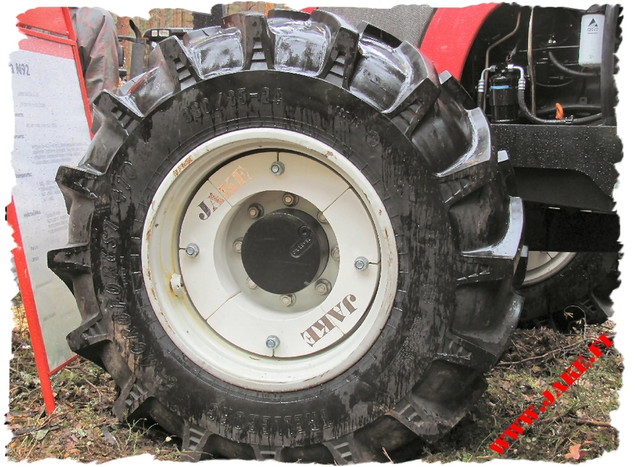 jake_front_wheel_weights_on_valtra_n_1.jpg