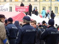 poliisi suojelee