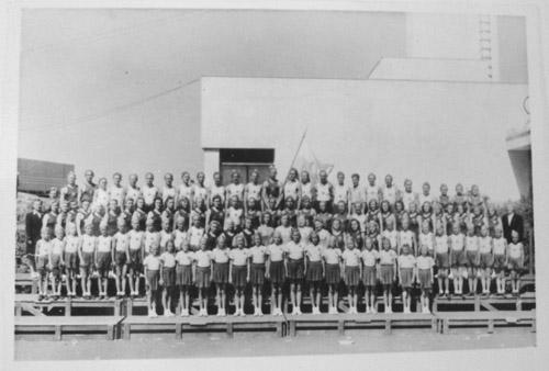 Joutsenolaiset suurkisoissa v. 1947
