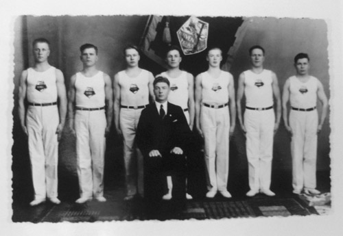 Korven Hongan voimistelijat seuran 20-vuotisjuhlassa v.1936