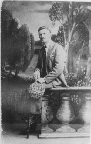 """Oskar Jauho on lähettänyt nimikirjoituksellaan varustetun valokuvansa 18.9.1917  """"Syksyn myrskyisät päivät kesäks muuttuvat"""""""