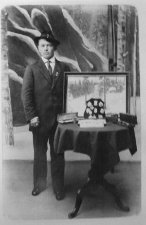 Emil Hietala palkintoineen (hiihto) 1910-luvulla