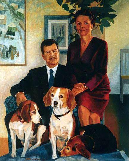 Perhemuotokuva koirien kanssa