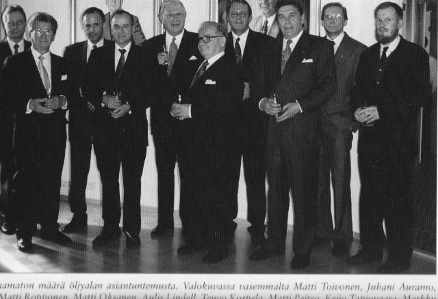 Kauppaneuvos Aulis Lindellin muotokuvan paljastustilaisuus 2001.