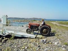 vanhan traktorin muutto saaresta