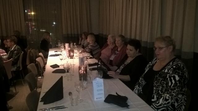 edelleen_illallispoydassa