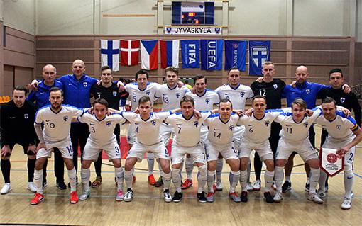 Suomi-Tanska-27.10.2018-joukkue.jpg