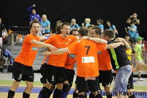 kady_juhlii_belgrad-voittoa.jpg