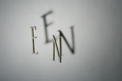 Osa työstä, kirjaimet tehty muotoilulevystä