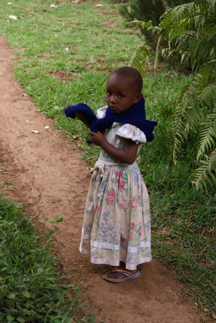 Maan korvessa kulkevi lapsosen tie